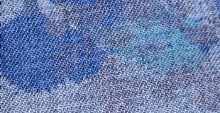 Comment nettoyer un canapé en tissu ?