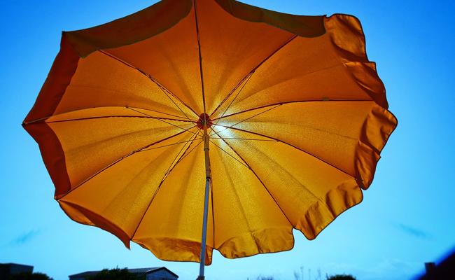 parasol contre le soleil